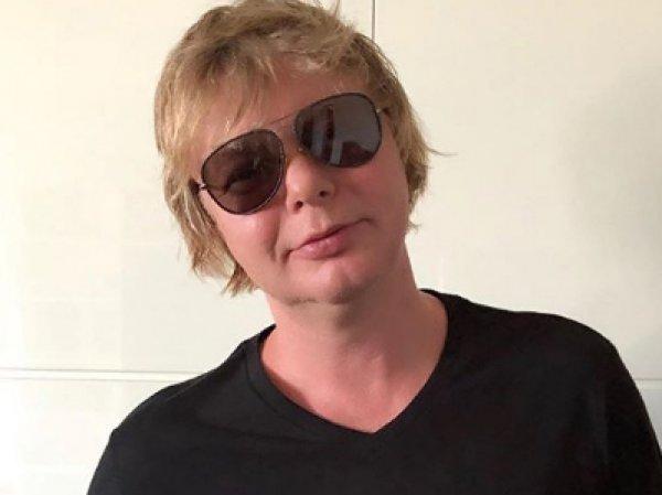 «С алкоголем нужно завязывать»: опухший «рыжий Иванушка» шокировал на видео Сеть своим видом