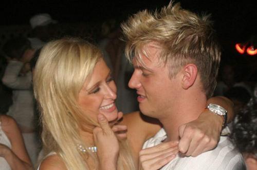 Драка с бойфрендом В 2004 году 33-летний Ник Картер, солист некогда популярной группы Backstreet Boys встречался с богатой наследницей сети отелей Хилтон с 2003 по 2004 год.