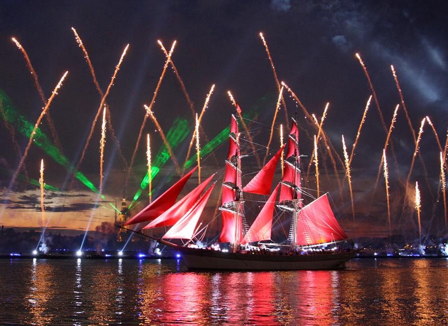 Санкт-Петербург отмечает праздник Алые Паруса