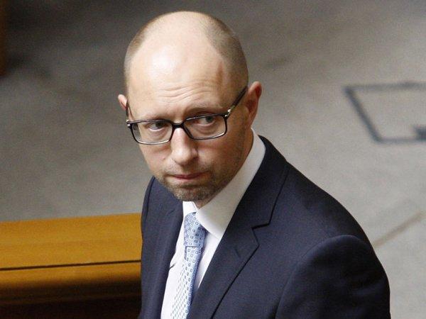 СМИ: Яценюк с семьей сбежал из Украины