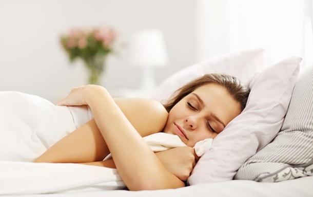 Сон при включенном свете влияет на вес женщин — ученые