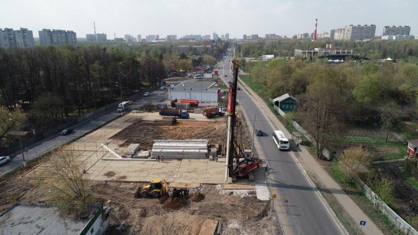 Строительство опор путепровода начали на юго-востоке Мытищ