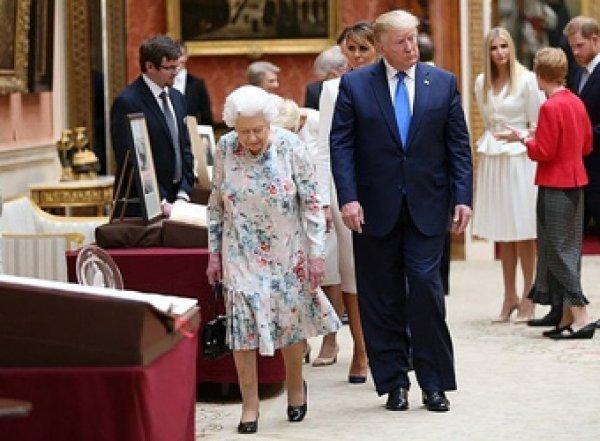 Трамп оконфузился, не узнав свой подарок для Елизаветы II (ФОТО, ВИДЕО)