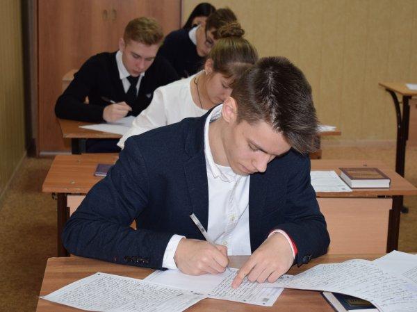У девятиклассников в России продолжается период сдачи ОГЭ