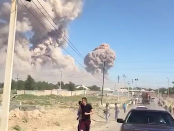 В Казахстане после мощного взрыва на складе боеприпасов эвакуируют целый город