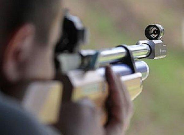 В Москве мужчина из окна квартиры расстрелял прохожих из винтовки: двое ранены