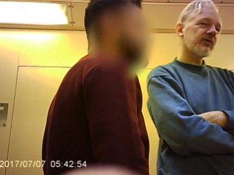 В Сети появилось видео с Ассанжем в британской тюрьме