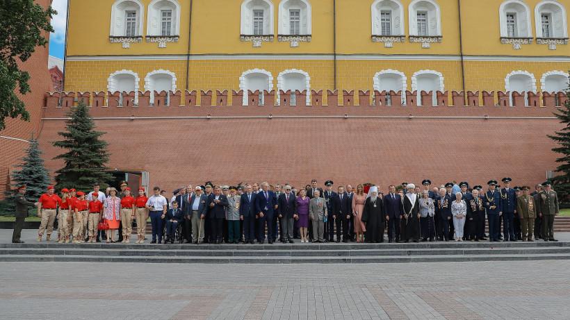 Воробьев принял участие в церемонии возложения венка и цветов к Могиле Неизвестного Солдата