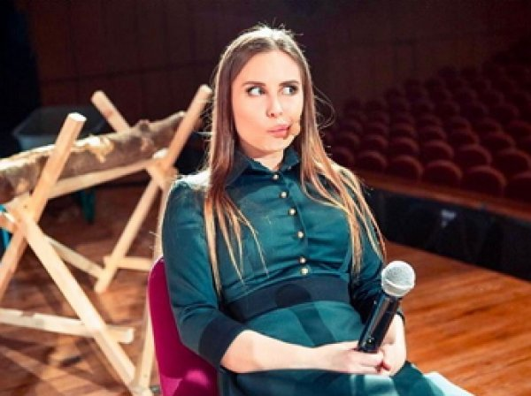 Звезда «Уральских пельменей» Юлия Михалкова оседлала партнера, раскрыв тип идеального мужчины