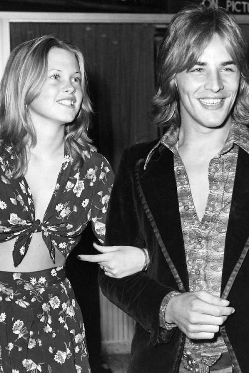 """В 1971 году на съемках фильма """"Харрадский эксперимент"""" (вышел в 1973 году) актриса познакомилась с Доном Джонсоном, который был партнером ее матери Типпи Хэдрен по съемочной площадке. Тогда ей было 14, а ее возлюбленному 22."""