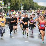 2500 человек вышли на старт полумарафона «Сергиевым путем»