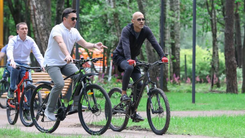 Андрей Воробьев проверил готовность к открытию парка «Раздолье» в Одинцове