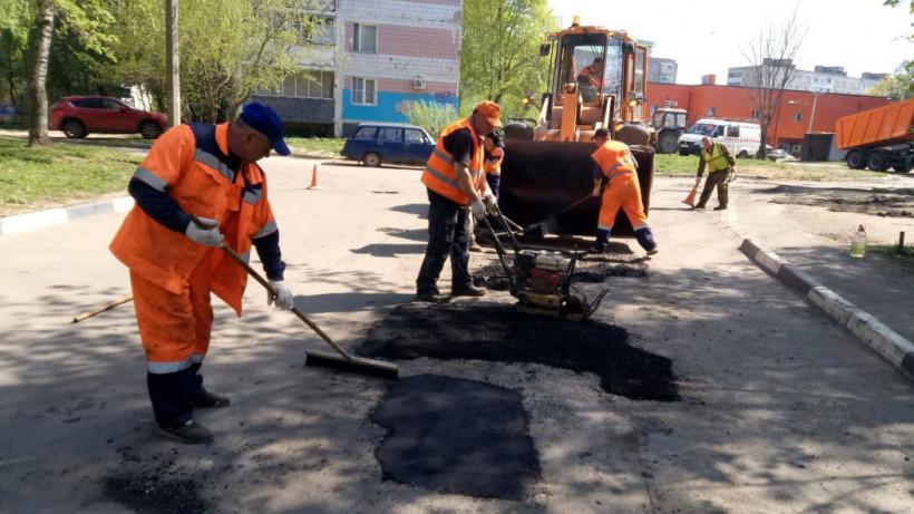 Более 7,6 тысячи ям отремонтировали в Подмосковье с начала года