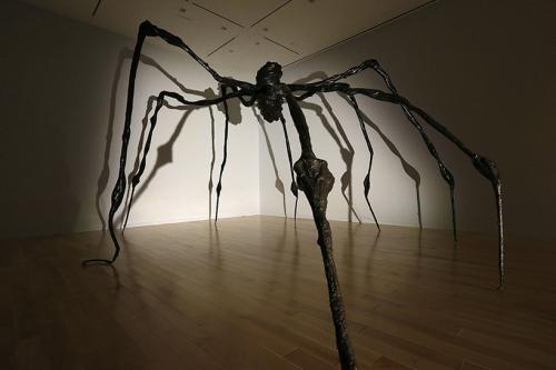 2. Луиза Буржуа Работа: Spider, 1997. Бронза. 326,3х756,9х706,1 см Дата и место продажи: Christies, Нью-Йорк. 15.05.2019. Эстимейт: $25 000 000 — 35 000 000 Цена: 32 055 000