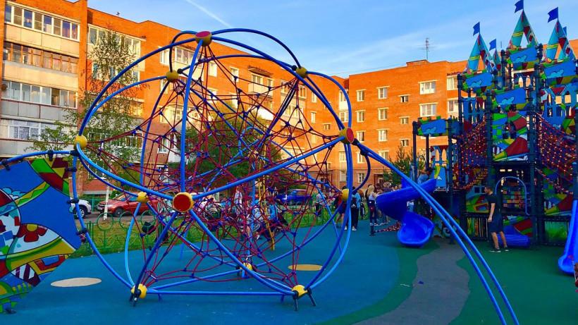 Двенадцать детских площадок установят в Подмосковье по губернаторской программе к 1 августа