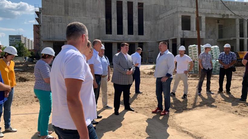 Глава городского округа Подольск проверил ход строительства школы в Климовске