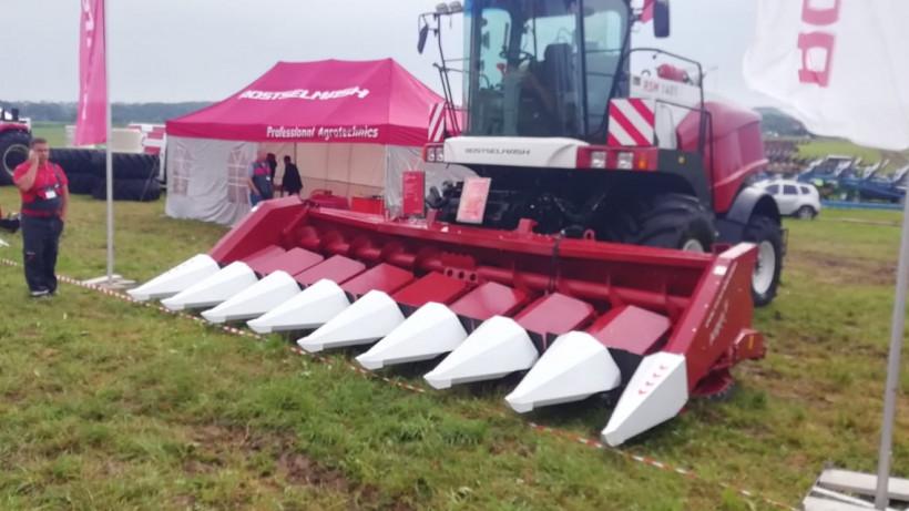 Разин протестировал презентованные заводом «Ростсельмаш» агромашины для легкой жатвы