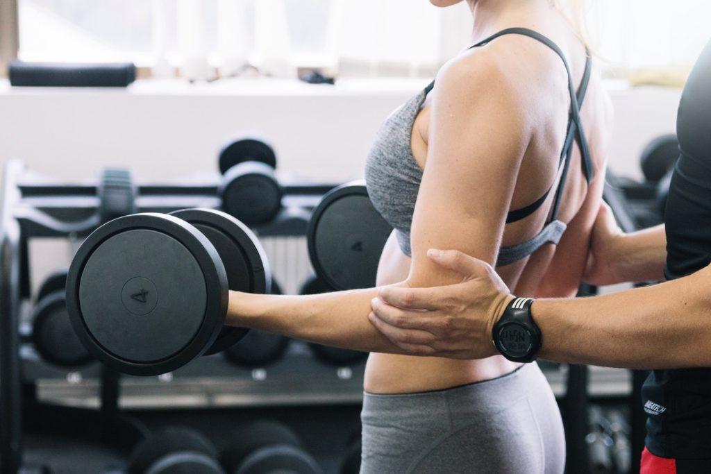На что следует обратить внимание, выбирая фитнес-тренера?