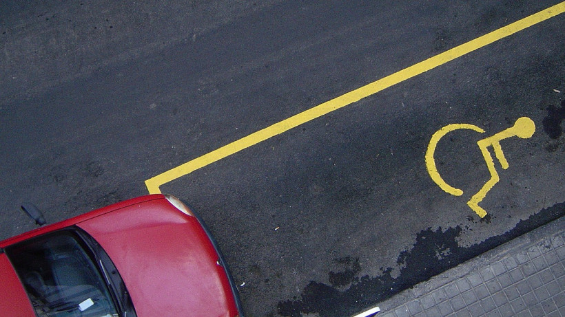 Инвалиды из Подмосковья получат право на бесплатную парковку во всех регионах РФ с 2020 года