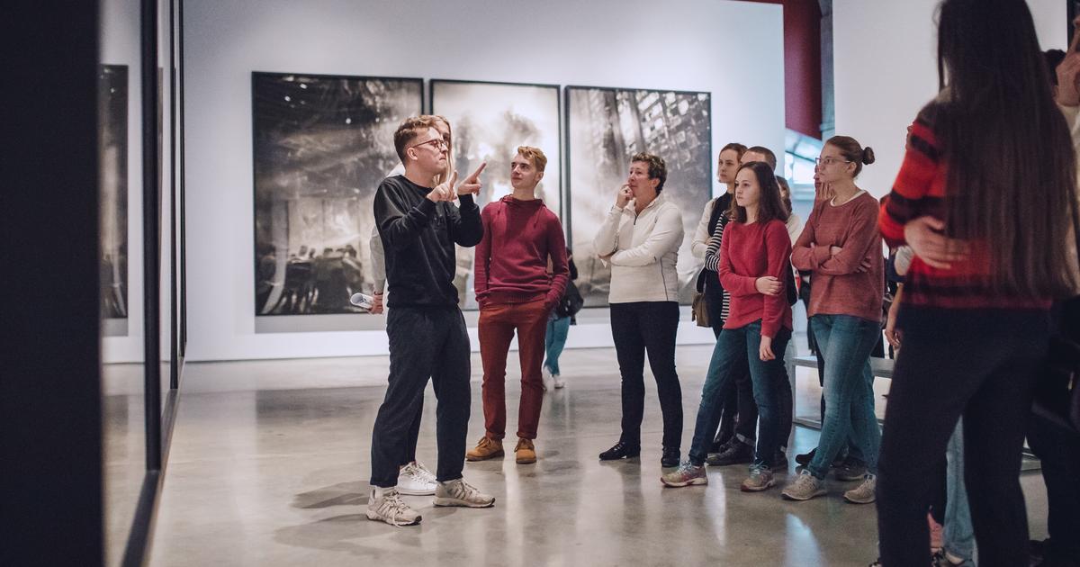 Экскурсия на жестовом языке по по выставке «Эпоха модерна» (Музей архитектуры)