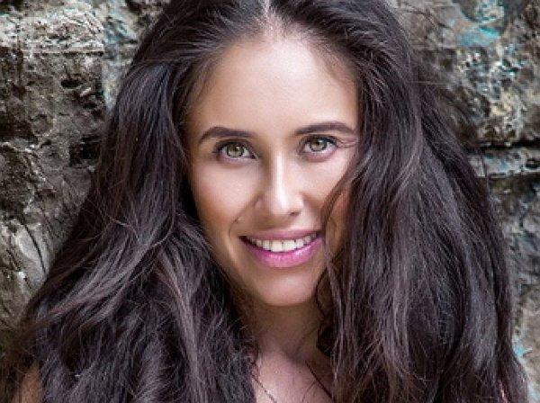 «Лара Крофт без пестиков»: звезду «Уральских пельменей» Илану Юрьеву сравнили с героиней Джоли