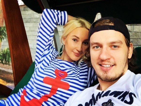 «Лежу. Думаю»: Лера Кудрявцева публично обсудила казус в постели с молодым мужем