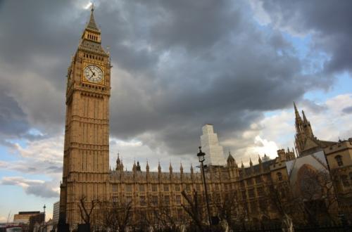 3. Биг-Бен: вы думаете, так называется башня? Если вы называете знаменитую башню в лондонском здании парламента Биг-Беном, вы ошибаетесь. Согласно информации, размещенной на веб-сайте парламента Великобритании, здание официально называется Часовой башней. А с 2012 года ей присвоено имя Башня Елизаветы. А вот Биг-Бен - это просто прозвище часов.