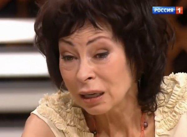 «Марину все чаще стали видеть подшофе»: промоутер Хлебниковой рассказал о запоях певицы