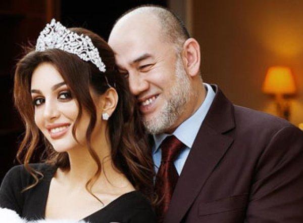 """Мисс """"Москва"""" и экс-король Малайзии отреагировали на слухи о разводе, опубликовав видео"""