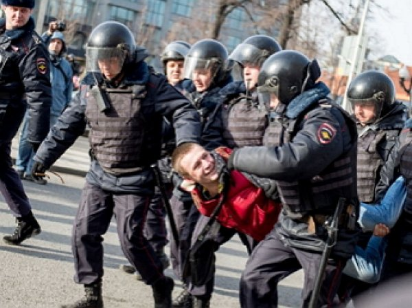 Накануне митинга оппозиции в Москве СКР и полиция провели массовые обыски и задержания