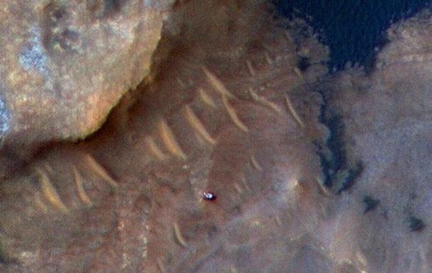 NASA показало Curiosity с орбиты Марса