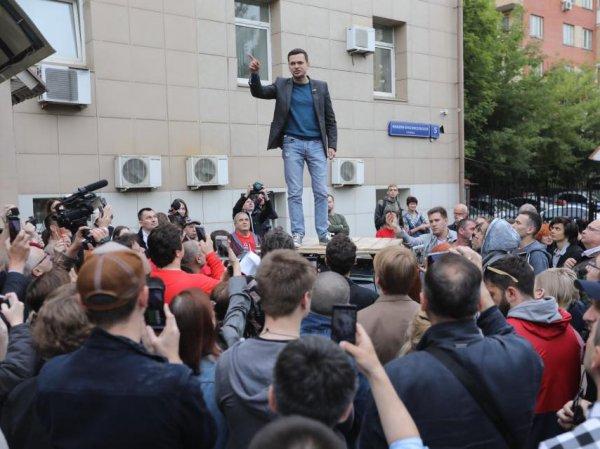 Следователи пришли с обысками к оппозиционным кандидатам в Мосгордуму
