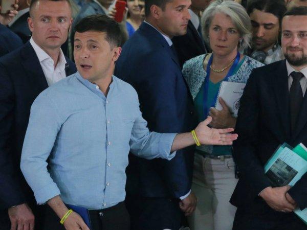СМИ узнали, сколько получит мест в новой Раде партия Зеленского