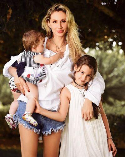 Светлана Лобода показала совместное фото с дочками