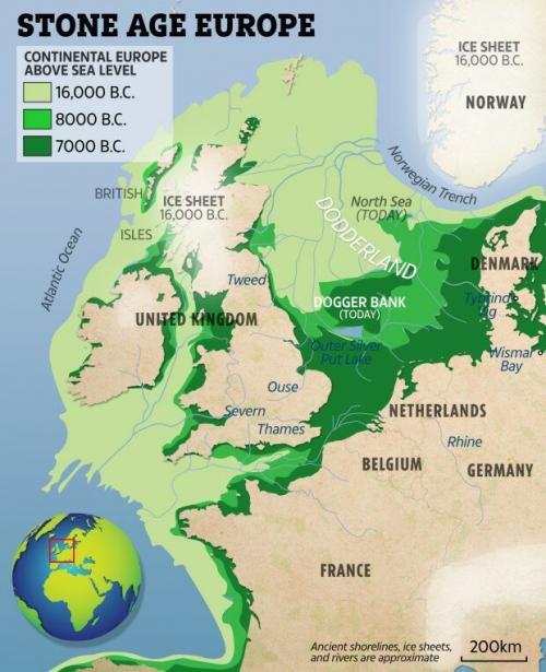 Британская Атлантида Британская Атлантида была обнаружена в Северном море, где ученые нашли два затопленных древних поселения. Там, в глубине, на бывшем берегу реки, оказавшейся под морскими волнами, были обнаружены артефакты, возраст которых может превышать 10 000 лет. Объединенная команда археологов из Британии и бельгии обнаружила пару каменных артефактов в 40 километрах севернее деревни Блейкени в Норфолке. По их утверждениям, эти предметы могут открыть важную информацию о двух подводных селениях, которые существовали приблизительно в период с 8200 по 7700 г. до н.э. и были затоплены за многие тысячи лет до нашей эпохи.