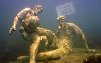 В Анапе установили глубоководные скульптуры Кокорина и Мамаева (ФОТО)