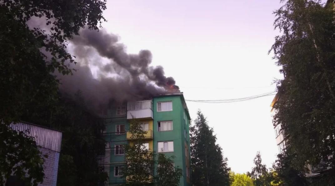 В Нижневартовске прогремел мощный взрыв: горит многоквартирный дом