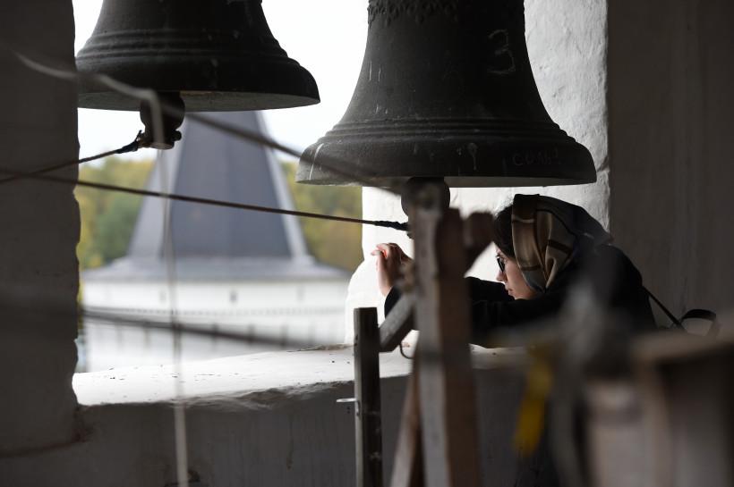 Военно-исторический фестиваль в Чехове начался с состязаний по колокольному звону