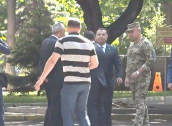 Зеленский грубо оттолкнул главу Минобороны Украины Полторака (ВИДЕО)