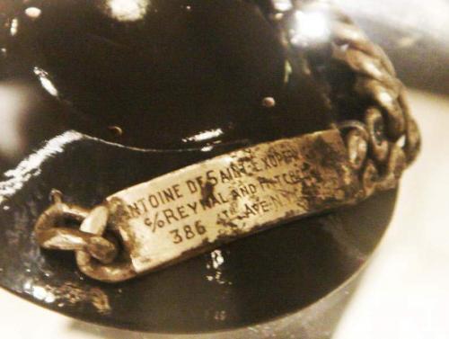 50 лет никто не знал, что случилось со знаменитостью, пока в 1998 году рыбак из Марселя не выловил браслет, на котором было выгравировано имя писателя. Это был подарок его жены Консуэло.