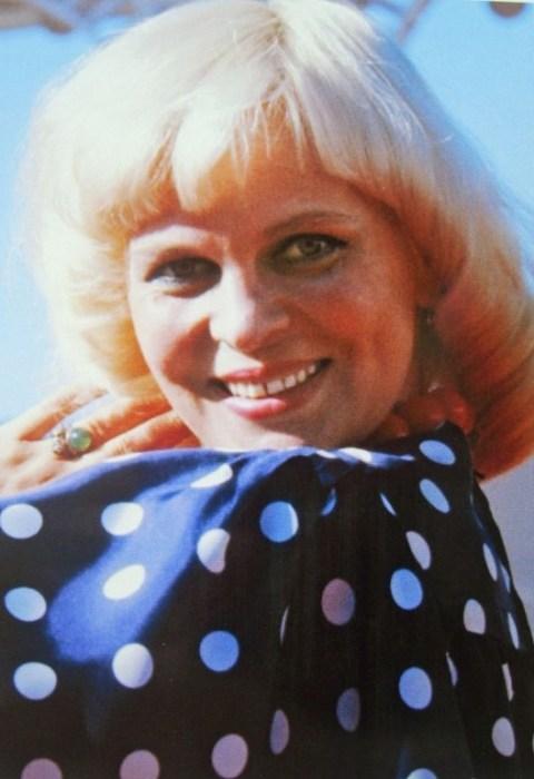 Вероника Круглова Известная советская певица в своё время не понравилась маме Иосифа Кобзона. Несмотря на то, что девушка уже ждала ребёнка, Ида Исаевна привозила более подходящих, по её мнению, девушек знакомиться с сыном.