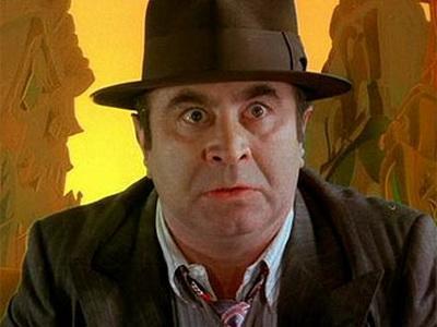 Боб Хокинс (1942 — 2014) Веселый коротышка с южными корнями известен не только, как харизматичный гангстер из фильма Роберта Земекиса «Кто подставил Кролика Роджера?». Боб был талантлив во всем, что касалось производства кино: он был успешен и как режиссер, и как сценарист, и как продюсер. Хокинс скончался от воспаления легких во время борьбы с прогрессирующим «Паркинсоном».