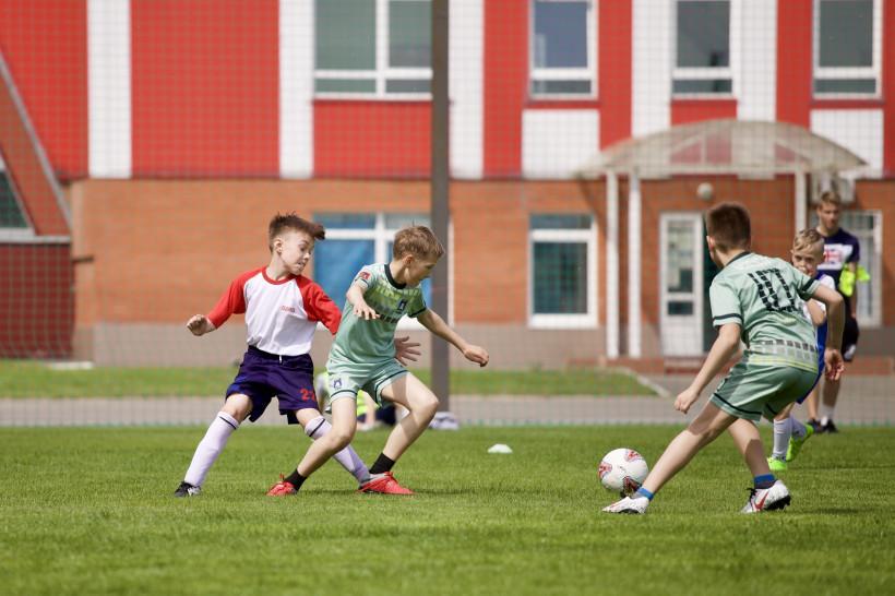 Аленичев, Гладилин и Широков сыграют с детьми в футбол на новом стадионе в Шаховской