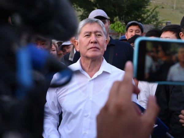 Атамбаев рассказал, как участвовал в отражении штурма своего дома