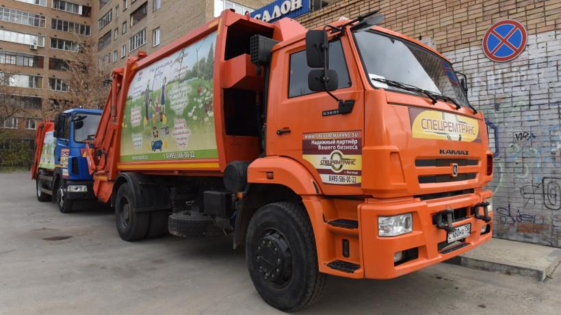 Четыре новых мусоровоза начнут вывозить отходы в Подольске в августе