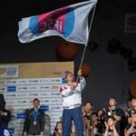 Флаг Чемпионата мира по скалолазанию передан России
