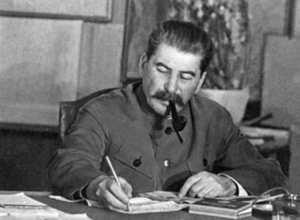 Экс-следователь по особо важным делам требует возбудить дело против Сталина