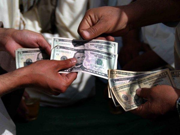 Эксперты назвали курс доллара при самом негативном сценарии