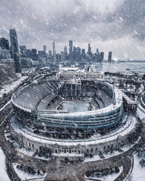 Финалист в категории «Город». «Солджер Филд в метель». Автор фото: Джейми Линк. Снимок футбольного стадиона «Солджер Филд» в Чикаго во время метели в ноябре 2018 года.