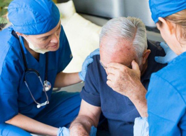 Медики назвали четыре признака инсульта